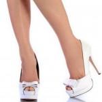 beyaz rugan onu ak fiyonklu topuklu bayan ayakkabi modelleri 150x150 2012 Kadın Ayakkabı Modasında Rugan Trendi
